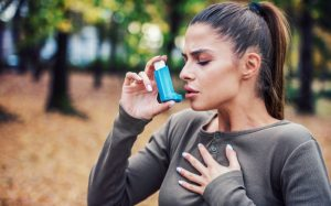 Woman with asthma, may be at increased risk of gum disease